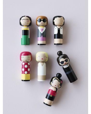 Poupée décorative en bois Kokeshi dédiée à Audrey Hepburn - L'interprète Concept Store